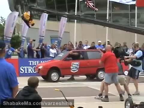 قوی ترین مردان جهان : 2011 World's Strongest Man- Car Walk- Terry Hollands