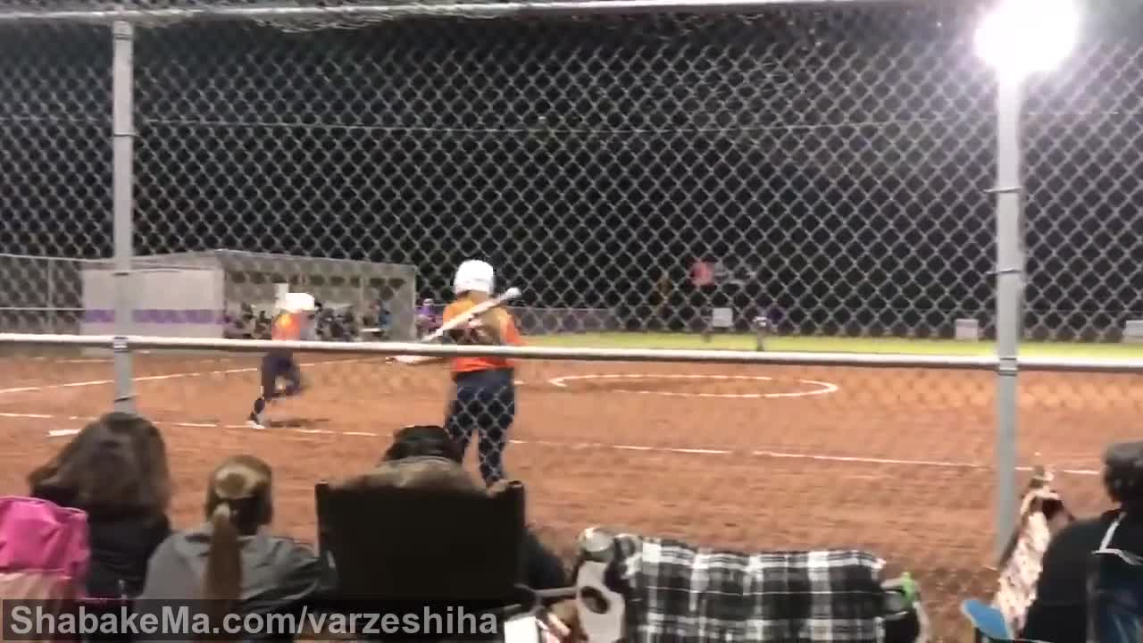 ورزش سافتبال  : Hilarious video shows girls softball baserunner clearly safe but called ...