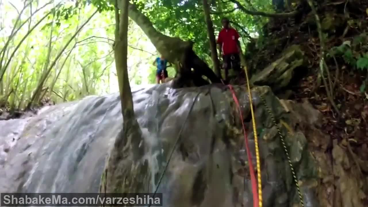 ورزش کوهنوردی : Edge Cascades Abseiling - Vanuatu - The Tour Shop
